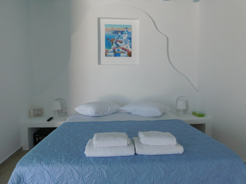 Sofia's Superior Double Room with open air view of the Aegean, islands Rhenia and Delos