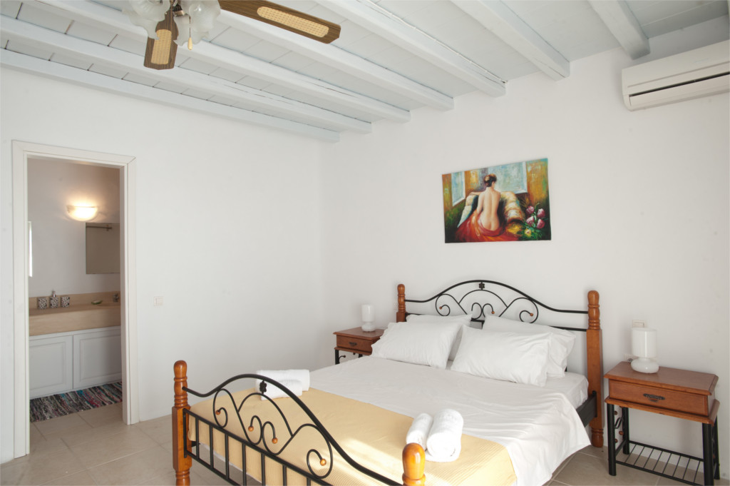 Spacious bedroom with air condition and ensuite bathroom